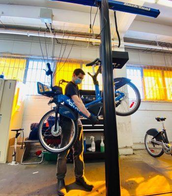 La réparation d'un vélo BIXI